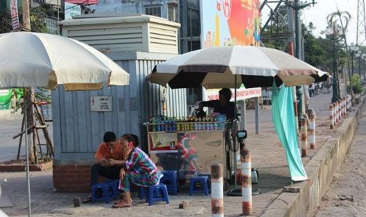 Tình trạng người dân kinh doanh tại khu vực gần trạm biến áp, trụ - bốt điện diễn ra tương đối phổ biến.