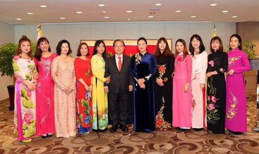 Chủ tịch Quốc hội gặp mặt các gia đình đa văn hóa Việt - Hàn