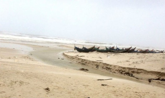 Công an điều tra thi thể không nguyên vẹn trôi dạt vào bờ biển Quảng Bình