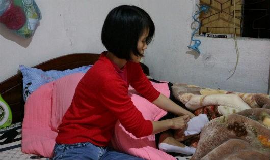 Thanh vừa chăm sóc cho chị gái chạy thận và bố mắc ung thư