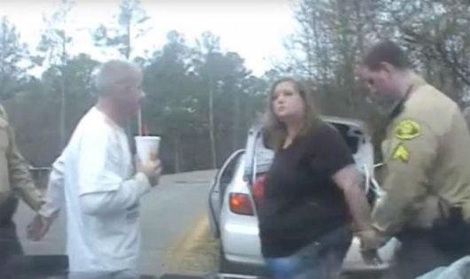 Cặp đôi khi bị cảnh sát bắt
