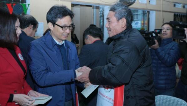 Phó Thủ tướng thăm, tặng quà gia đình khó khăn tại Bắc Kạn