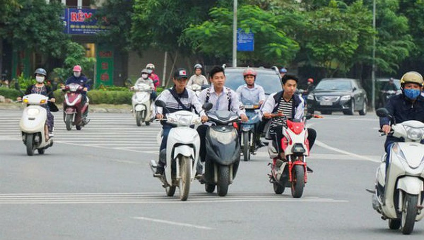 Nan giải bài toán học sinh đi xe máy trên 50cc