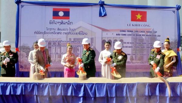 Đại tướng Chansamone Chanyalath và Đại tướng Ngô Xuân Lịch dự lễ khởi công công trình