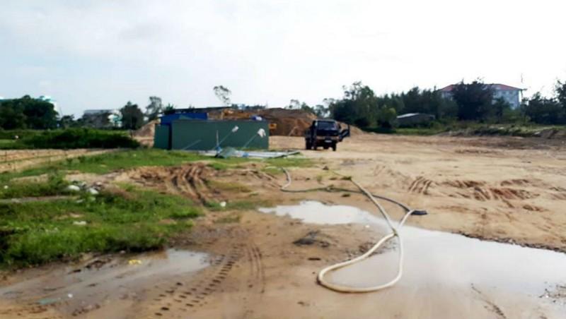 Một điểm tập kết cát trái phép tại phường Hòa Quý