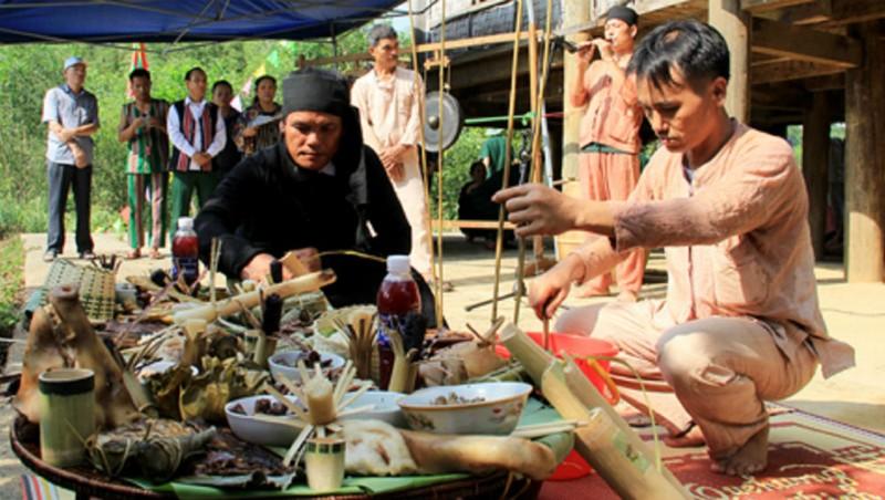 Đồng bào Ơ Đu ở tỉnh Nghệ An tái hiện lễ mừng tiếng sấm