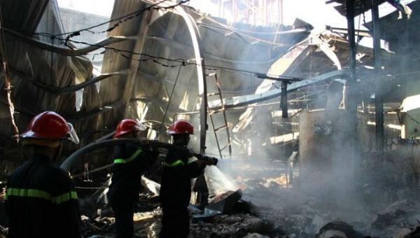 Cháy lớn công ty gỗ ngày làm việc đầu năm