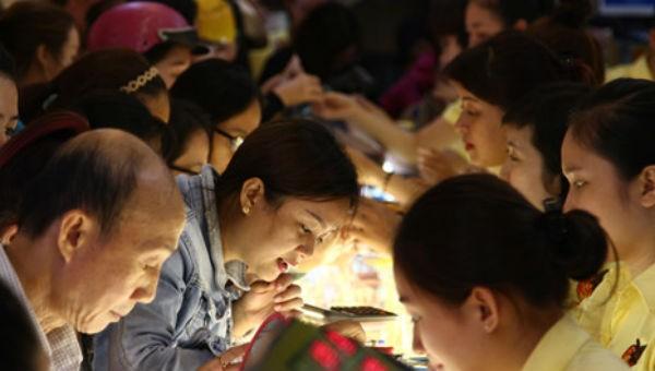 Chen lấn mua vàng ngày Vía Thần tài