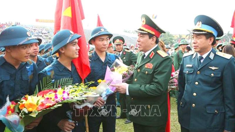 Đại tướng Lương Cường, Chủ nhiệm Tổng cục Chính trị Quân đội nhân dân Việt Nam động viên thanh niên huyện Đan Phượng trước khi lên đường nhập ngũ