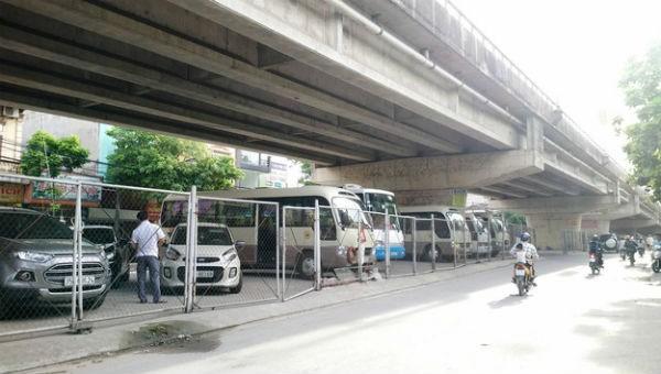 Hà Nội xử lý nghiêm hành vi sử dụng trái phép gầm cầu đường sắt, đường bộ