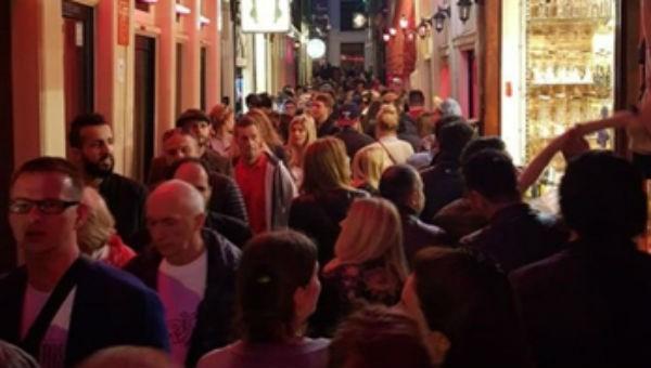 'Phố đèn đỏ' Hà Lan lao đao vì du khách hiếu kỳ