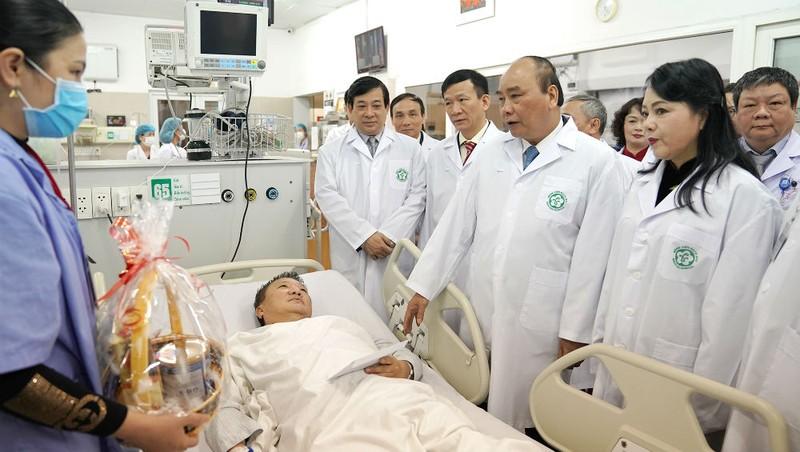 Thủ tướng nói về thầy thuốc Việt Nam: 'Các đồng chí chính là những người anh hùng thầm lặng'