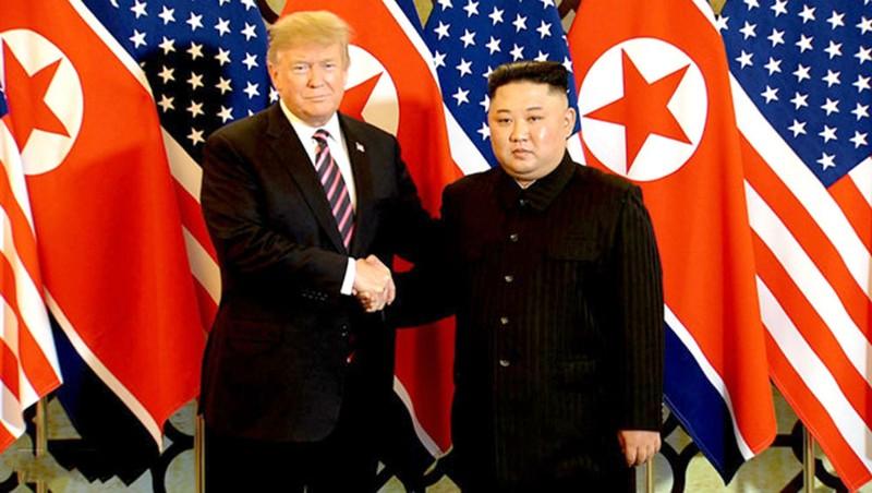 Hai nhà lãnh đạo chụp hình trước khi bước vào cuộc gặp riêng