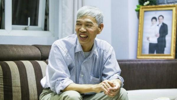 Ông Nguyễn Ích Tấn vui vẻ khi nói về quãng thời gian khó khăn khi chiến đấu với căn bệnh K