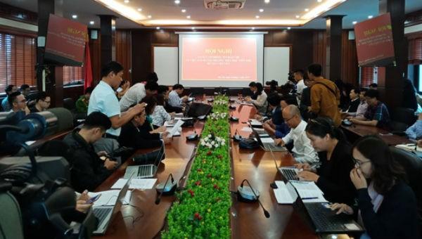 Nhiều phóng viên đến đưa tin buổi họp báo