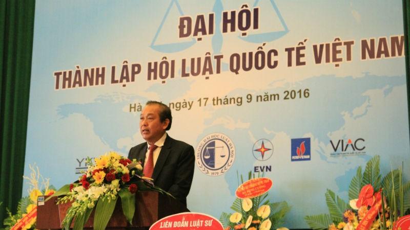 Ủy viên Bộ Chính trị, Phó Thủ tướng Thường trực Chính phủ Trương Hòa Bình phát biểu tại Đại hội thành lập Hội Luật quốc tế Việt Nam năm 2016.