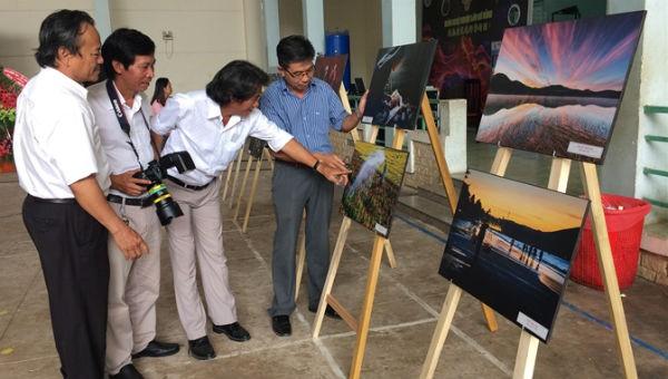 Mít tinh nhân Ngày Truyền thống Nhiếp ảnh Việt Nam