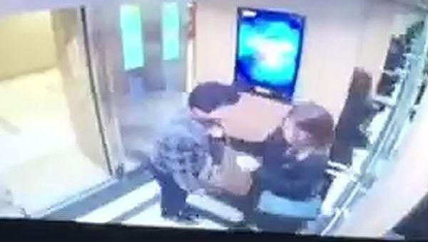 Nạn nhân muốn xử lý đến cùng người đàn ông cưỡng hôn trong thang máy
