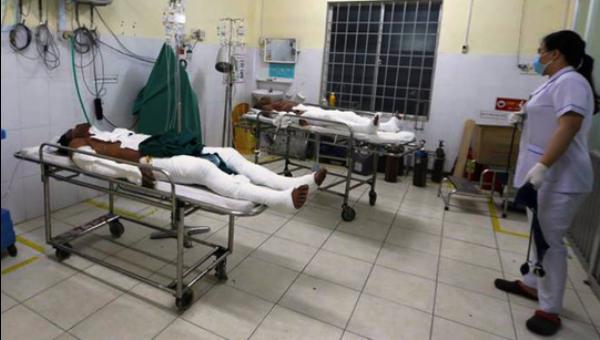 Các nạn nhân điều trị tại Bệnh viện Đa khoa Khánh Hòa. Ảnh: Người lao động