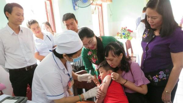 Tiêm bổ sung vắc xin Sởi – Rubella cho trẻ em ở Cần Thơ