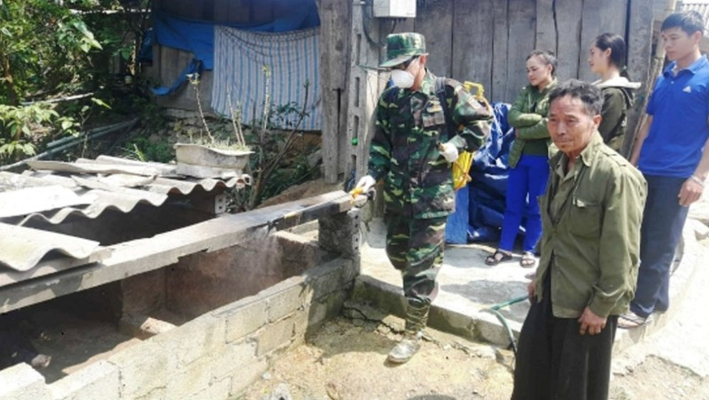 Đồn Biên phòng cửa khẩu quốc tế Nậm Cắn phun tiêu độc khử trùng phòng chống dịch bệnh trên địa bàn. Ảnh: Hải Thượng