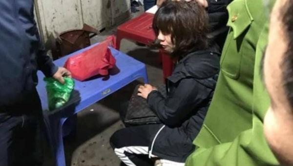 Nghi án tiểu thương chợ Long Biên bị gí súng, cướp hàng chục triệu đồng