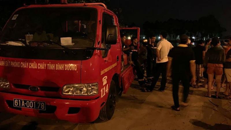 Lực lượng chức năng tổ chức tìm kiếm anh Tuấn trên sông Sài Gòn