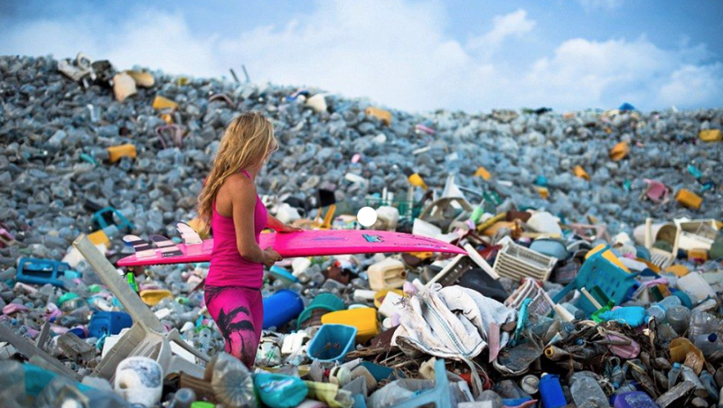 Hình ảnh đáng kinh ngạc núi nhựa chai tại đảo Maldives