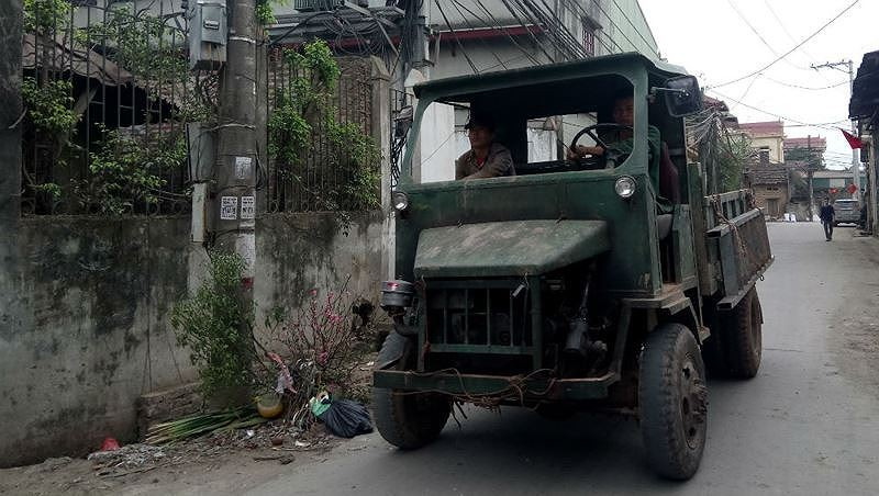 Công an huyện Thạch Thất nói gì về việc xử lý xe công nông, xe tự chế?