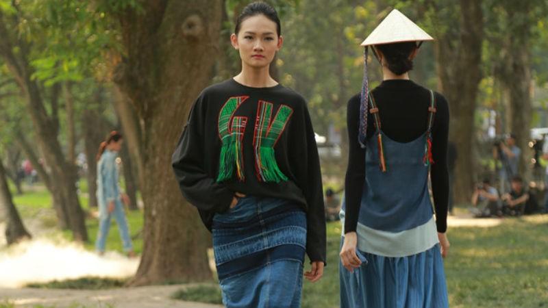 Thổ cẩm kết hợp với jean - cảm hứng dân tộc truyền thống kết hợp với hiện đại