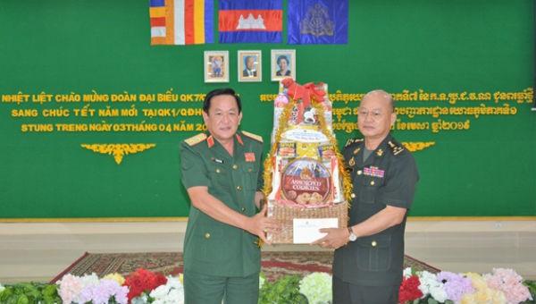 Thắm tình hữu nghị Việt Nam - Campuchia