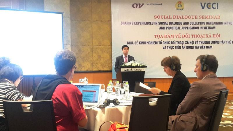 Phó Chủ tịch Tổng Liên đoàn Lao động Việt Nam Ngọ Duy Hiểu phát biểu tại  tọa đàm