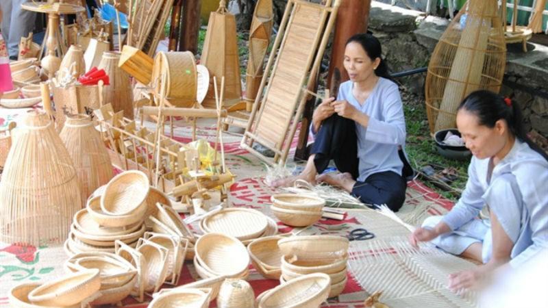 Làng nghề đan lát Bao La (huyện Quảng Điền) đã trở thành điểm tham quan trải nghiệm của nhiều du khách