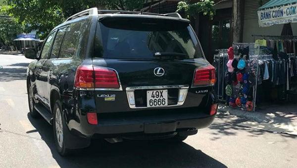 Chiếc Lexus lao vào đám tang khiến 4 người chết ở TP Quy Nhơn