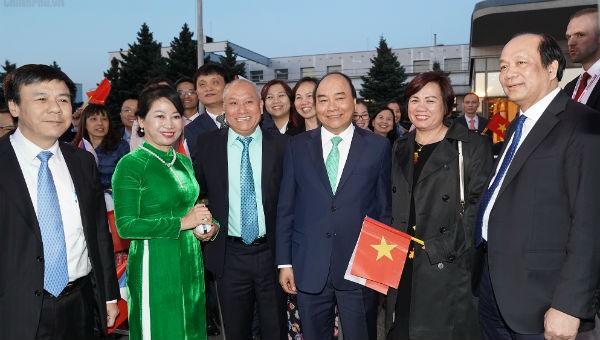 Thủ tướng Nguyễn Xuân Phúc và Phu nhân tại sân bay trước khi về Thủ đô Hà Nội