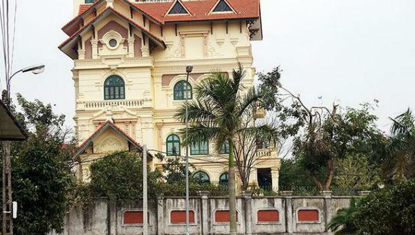 Trong khi Nhà máy gang thép Thái Nguyên đang nợ nần chồng chất thì căn nhà của cựu lãnh đạo Công ty cổ phần Gang thép Thái Nguyên lại to đẹp nhất vùng
