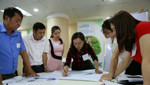 Các đại biểu thảo luận về triển khai dự án hỗ trợ