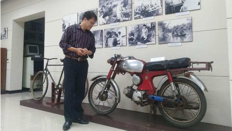 Chiếc xe Honda và xe đạp đã từng được giao liên đặc khu Sài Gòn – Gia Định sử dụng hiện đang được trưng bày tại Bảo tàng Bưu điện.