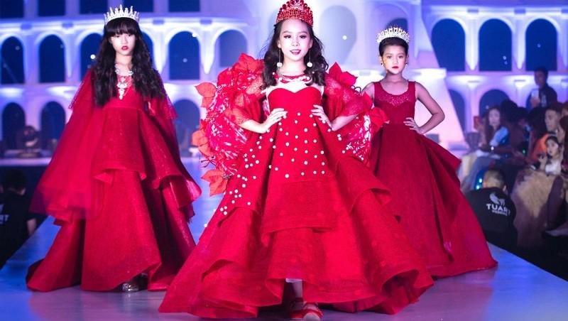Một hình ảnh trong Tuần lễ Thời trang trẻ em quốc tế Việt Nam 2018.