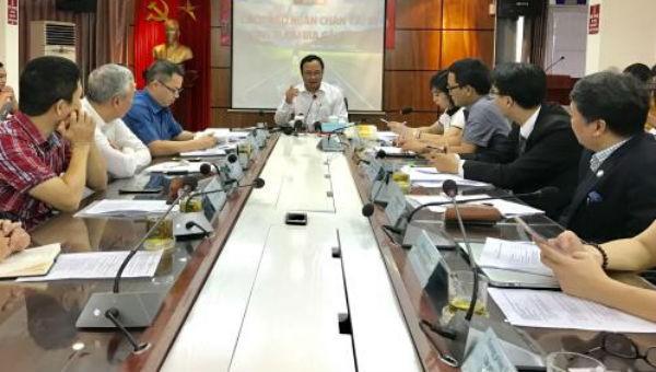Ông Khuất Việt Hùng, Phó Chủ tịch chuyên trách Ủy ban An toàn giao thông Quốc gia phát biểu tại buổi Tọa đàm