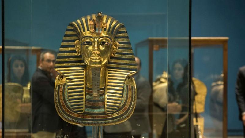 Các cổ vật được trưng bày tại triển lãm đều lấp lánh ánh vàng