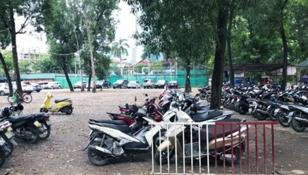 Bãi xe trên mặt đất tại công viên Thủ Lệ hiện nay