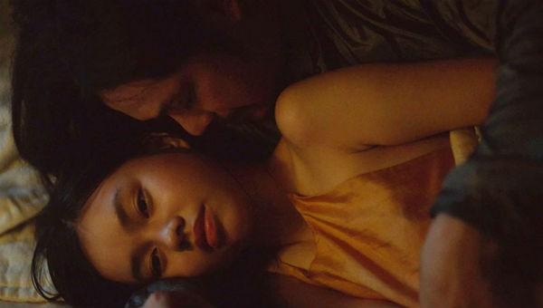 """Cảnh quay gây tranh cãi trong phim """"Người vợ ba""""."""