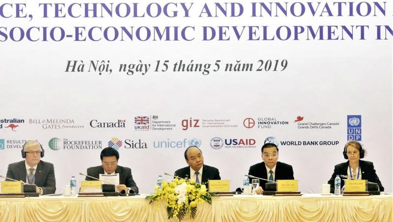 Thủ tướng Chính phủ Nguyễn Xuân Phúc dự Hội nghị.