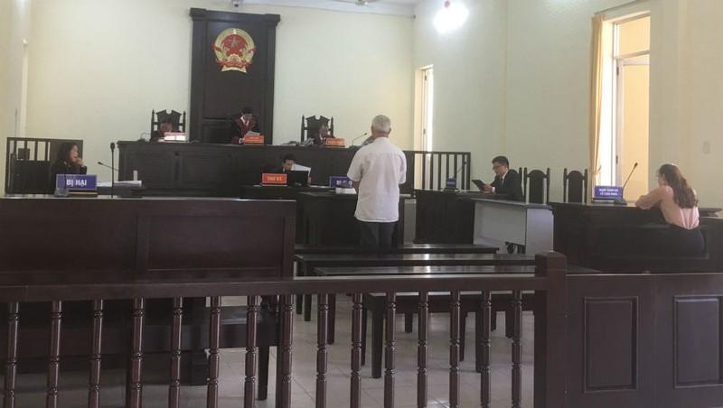 Phiên tòa phúc thẩm xét xử bị cáo Trần Thạch Anh.