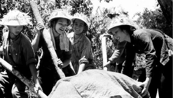 Những cô gái anh hùng trên dãy Trường Sơn lịch sử.