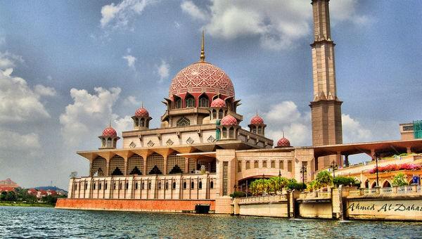 Những linh địa nên đến trong đời (Kỳ 3): Báu vật màu hồng của Malaysia