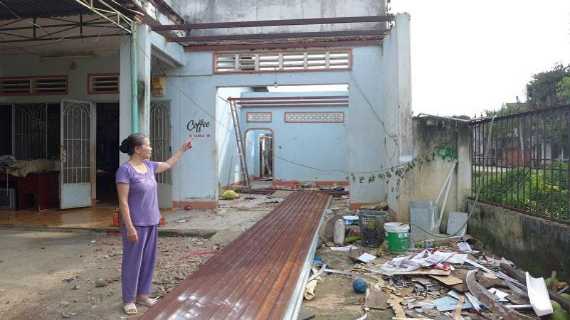 Bà Hoa tự nguyện tháo dỡ nhà cửa để bàn giao mặt bằng cho dự án cải tạo môi trường
