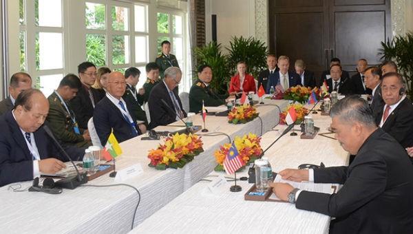 Bộ trưởng Ngô Xuân Lịch tham dự cuộc gặp giữa Bộ trưởng Quốc phòng Hoa Kỳ và Bộ trưởng Quốc phòng các nước ASEAN. Ảnh qdnd.vn