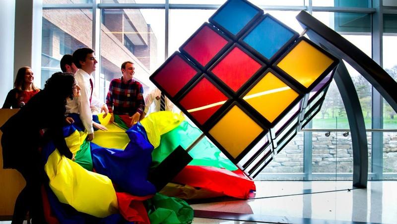 Trong một giải thi đấu Rubik.